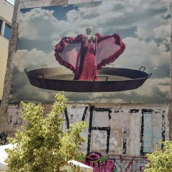 Opera singer in Paella Pan
